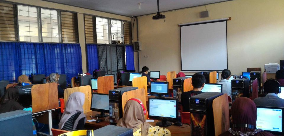 90 Siswa & Siswi SMA/SMK/MA Mengikuti Ujian Nasional Perbaikan Tahun 2016 Di SMK Negeri 1 Cirebon