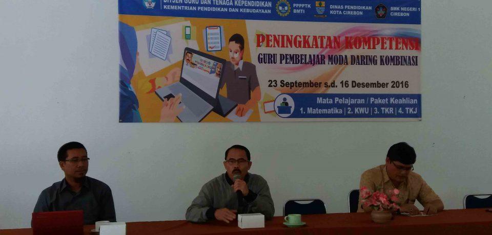 Puluhan Guru SMK Mata Pelajaran Kewirausahaan, Matemetika, Teknik Kendaraan Ringan dan Teknik Komputer Jaringan Mengikuti Guru Pembelajar Moda Daring Kombinasi di SMK N 1 Cirebon