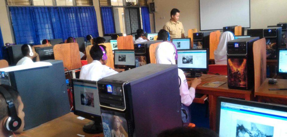 "120 Siswa SMK Mengikuti Program "" SMK English Challenge – TOEIC CBT 2016"" di SMK N 1 Cirebon"