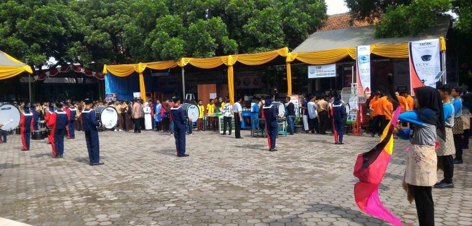 SMK N 1 Cirebon Unjuk Aktivitas dan Produk Sekolah Dalam Rangka Expose SMK Rujukan